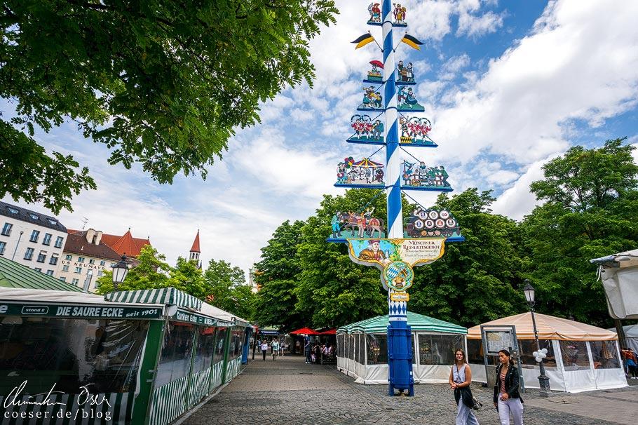 Marktstände neben dem Biergarten am Viktualienmarkt in München