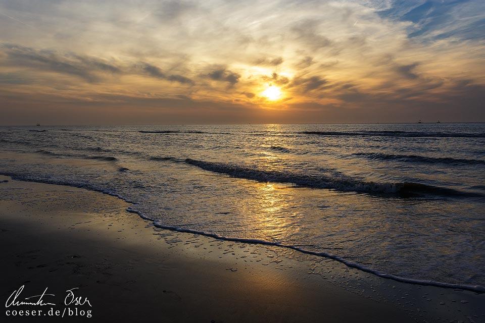 Sonnenuntergang am Strand von Oostende in Belgien