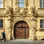 Das barocke Hauptportal des Böttingerhauses in Bamberg