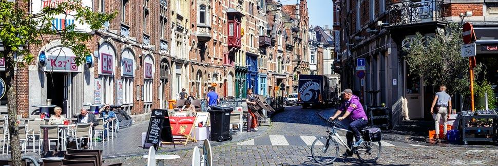 Häuserzeile auf dem Vrijdagmarkt in Gent