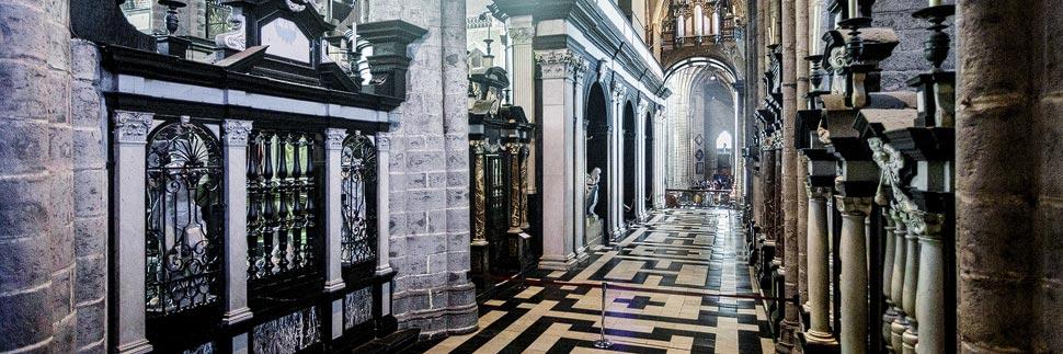 Innenansicht der St.-Bavo-Kathedrale in Gent