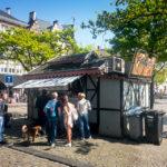 Pommes Frites beim Stand Frituur Jozef auf dem Vrijdagmarkt in Gent