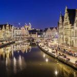 Beleuchtete Uferterrassen Graslei und Korenlei in Gent
