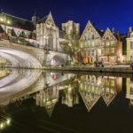Beleuchtete Zunfthäuser und St.-Michael-Brücke in Gent