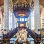 Die Kanzel in der St. Michaelkirche in Gent