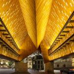 Beleuchtete Stadthalle (Stadshal) in Gent