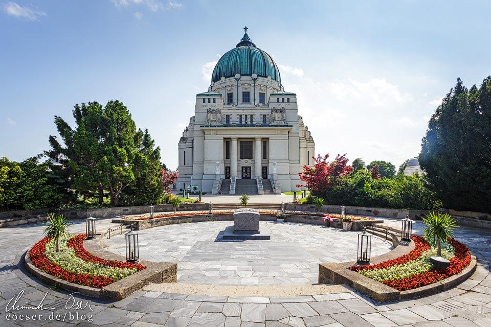 Präsidentengruft und Karl-Borromäus-Kirche auf dem Wiener Zentralfriedhof