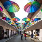 Die Regenschirmgasse in der Altstadt von Košice