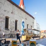 Hausbier und Aussicht im Bierlokal Pivovar Golem in Košice