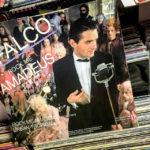 Eine alte Schallplatte von Falco im Rock Music Shop in Košice
