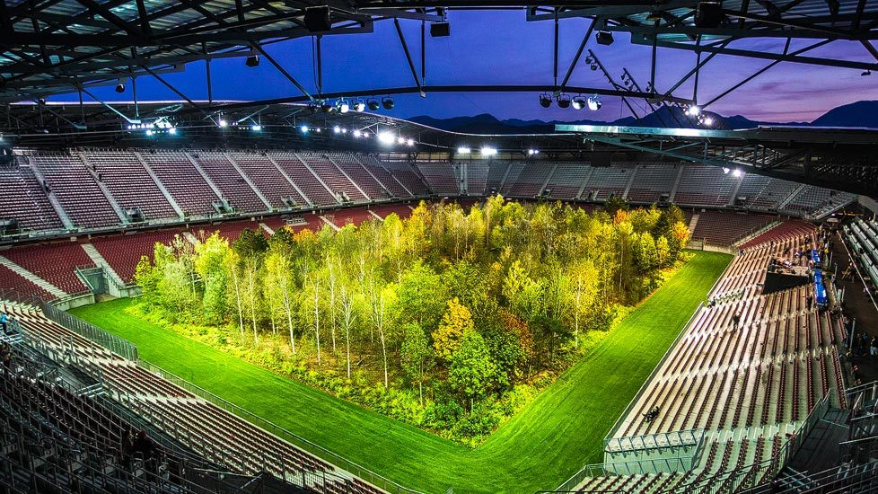 Kunstinstallation FOR FOREST im Wörtherseestadion in Klagenfurt