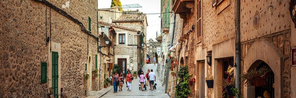Kleine Gassen in Valldemossa auf Mallorca