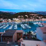 Der Hafen von Port de Sóller während der blauen Stunde