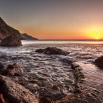 Sonnenuntergang über dem Meer im Hafenort Port de Valldemossa