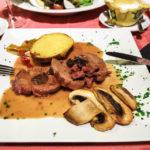Schweinsmedaillons im Restaurante Es Port de Valldemossa in Port de Valldemossa