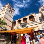 Der Markt vor der Kirche von Sineu