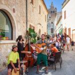 Straßenmusiker auf dem Markt von Sineu