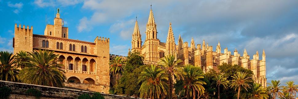 Die Kathedrale von Palma de Mallorca im Nachmittagslicht