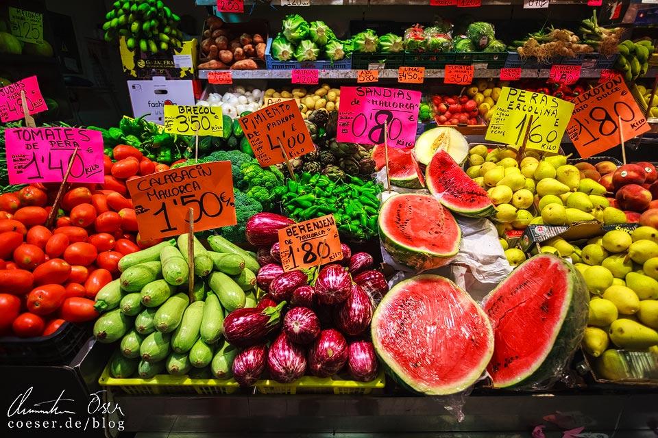 Frische Früchte und Obst auf dem Mercat de l'Olivar in Palma de Mallorca
