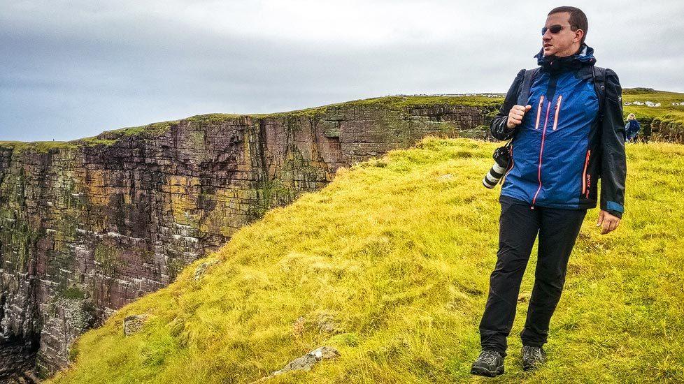 Pressefotograf Christian Öser während der Arbeit in Schottland