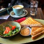 Ein Schinken-Käse-Toast im PHOENIX Cafe