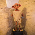 Eine Figur von Dobby dem Hauself im PHOENIX Cafe