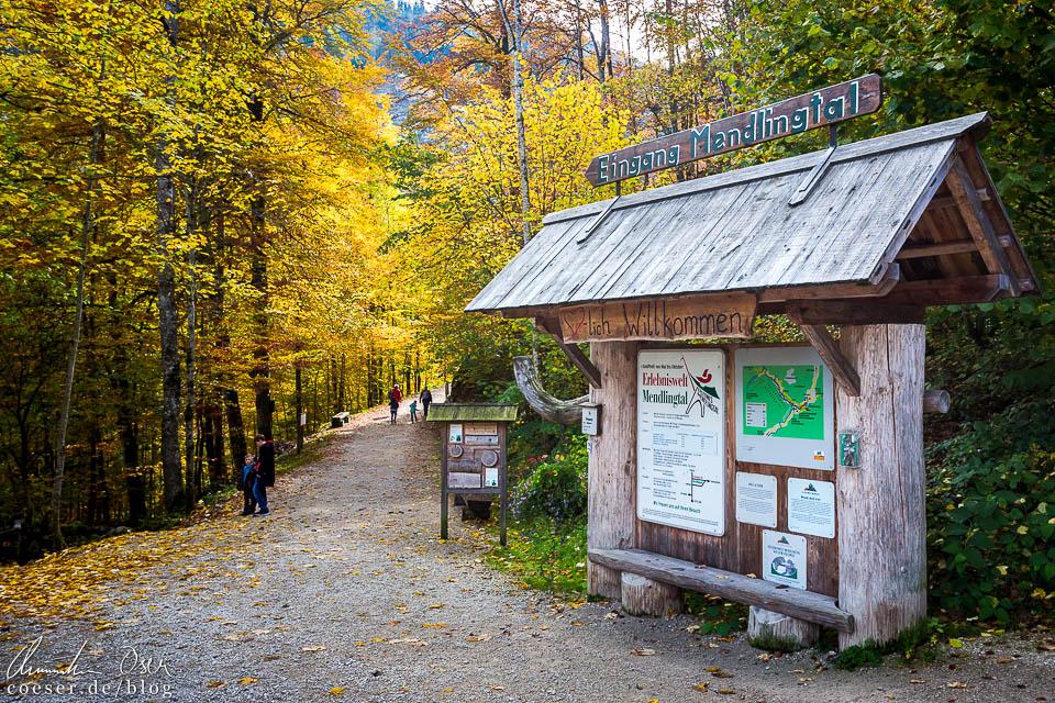 Zugang in die Erlebniswelt Mendlingtal vom Parkplatz in Lassing aus