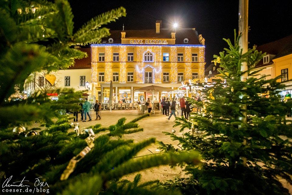 Cafe Central auf dem Hauptplatz beim Advent in Baden bei Wien