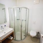 Bad im Doppelzimmer im Hotel Christkindlwirt in Christkindl/Steyr