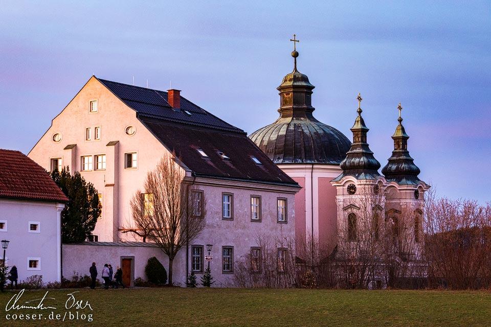 Außenansicht der Wallfahrtskirche und des Pfarrheims in Christkindl, Steyr