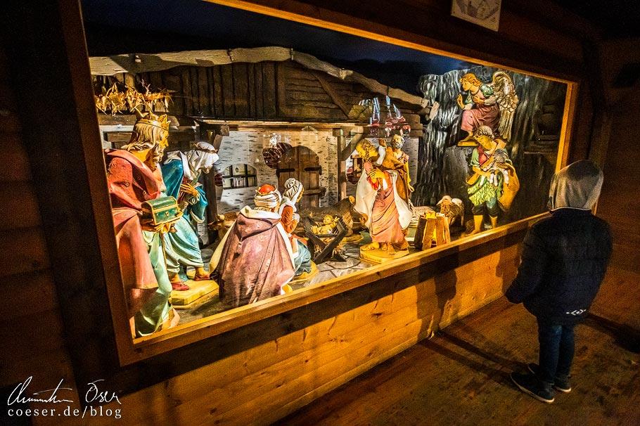 Krippe auf dem Weihnachtsmarkt im Linzer Volksgarten