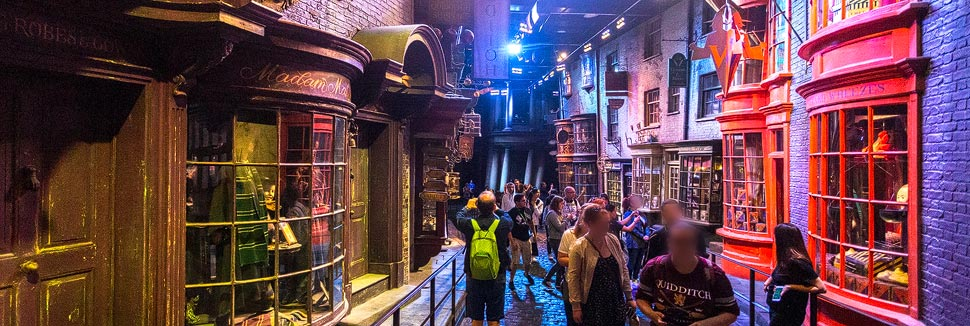 Winkelgasse in der Harry Potter Warner Bros. Studio Tour London