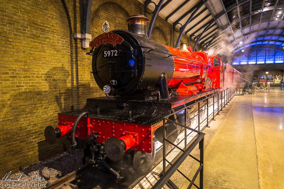 Original-Dampflok des Hogwarts-Expresses auf Gleis 9 ¾ in der Harry Potter Studio Tour London
