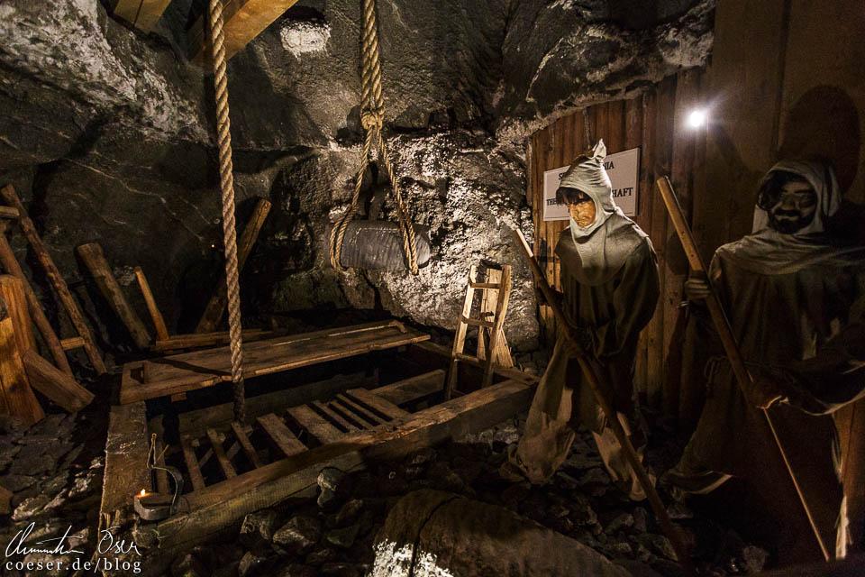 Schaufiguren von Bergarbeitern im Salzbergwerk Wieliczka bei Krakau