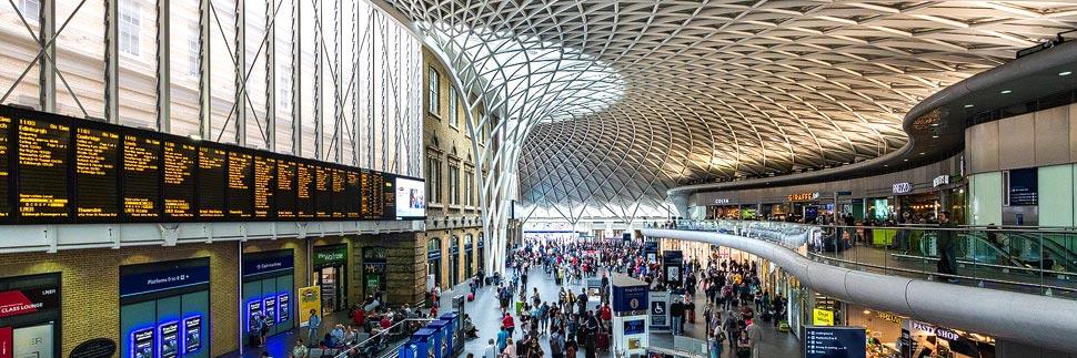 Innenansicht des Bahnhofs King's Cross in London