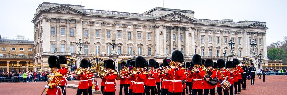 Parade der Grenadier Guards vor dem Buckingham Palace in London