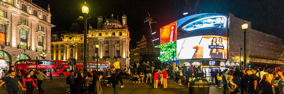 Nachtaufnahme des Piccadilly Circus in London