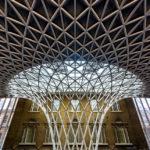 Moderne Glas-Stahl-Konstruktion im Bahnhof King's Cross