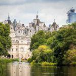 Blick vom St James's Park auf das Horse Guards Building