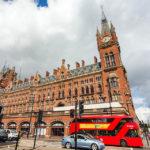 Außenansicht des Bahnhofs St Pancras in London