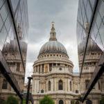 Spiegelung der St Paul's Cathedral im Einkaufszentrum One New Change