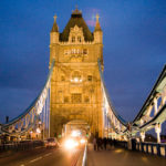 Beleuchtete Tower Bridge in London