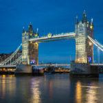 Abendaufnahme der Tower Bridge in London