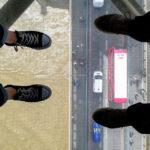 Der Glass Walk im Steg über die Tower Bridge in London