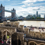 Blick vom Tower of London auf die Tower Bridge