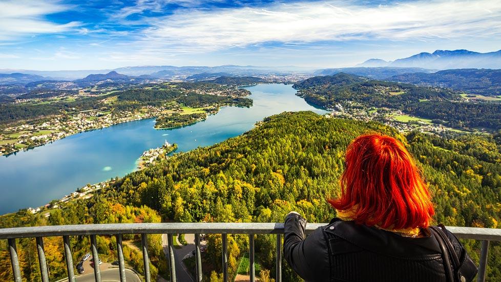 Ausblick vom Pyramidenkogel auf den Wörthersee und Klagenfurt