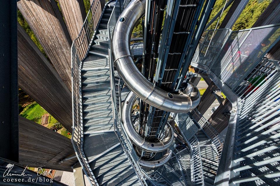 Rutsche im Aussichtsturm Pyramidenkogel nahe Klagenfurt am Wörthersee
