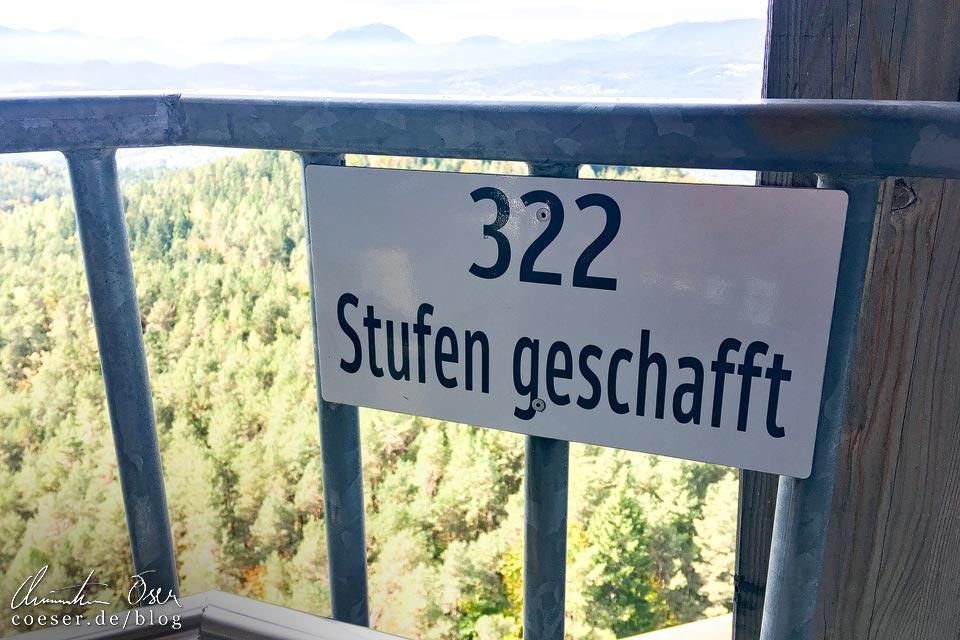 Stufen im Aussichtsturm Pyramidenkogel nahe Klagenfurt am Wörthersee