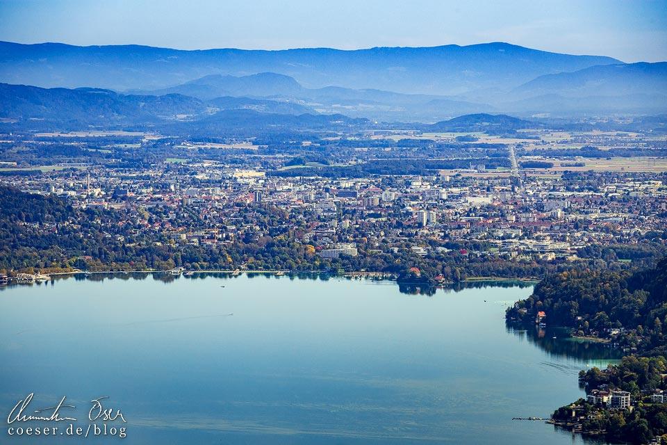 Klagenfurt am Wörthersee vom Aussichtsturm Pyramidenkogel aus gesehen