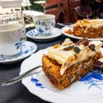 Karottenkuchen und Kaffee im Café Blomst